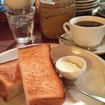 79939774 - トースト単品に別添えバター(よく焼き)140。ドリップコーヒーはタンザニア470-50。グリッシーニ12本360円分を持ち帰り購入。(^ー^) 20180126