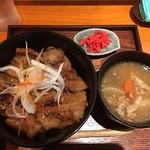 壌 - 炙り豚丼@900円