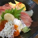 和食処 長瀧 - 海鮮丼(15種類盛り)1,080円
