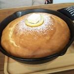 アインシュタインカフェ + ザッカ - スフレパンケーキ(レモン&バター)