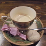 79951888 - エスプッレソには紅茶のメレンゲ付