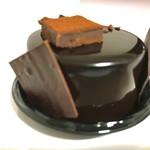 79953384 - カライブ   なかたに亭、定番の艶っぽいチョコレートケーキ