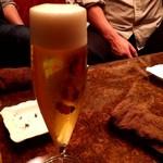 AFFINITY The Bar - 番長にビールが美味しいよって言われたので、とりあえずビール。天使の輪がちゃんと出てました♪
