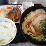 尾道ラーメン 尾道十八番 - 十八番定食で尾道拉麺を普通盛へ