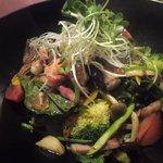 ルーガ・ルーガ - ベーコンと海老とほうれん草の温製サラダ