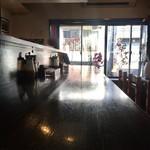 メンチカツバーガー屋 三茄子 - カウンター席からの眺め…