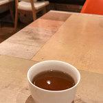 春日食堂 - アツアツのお茶・・・美味しかった。温まりました。