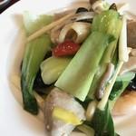 79965993 - 鶏肉と海老、青梗菜の塩炒めドアップ