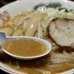 よし乃 - ピリ辛で濃厚な豚骨味噌スープ