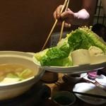 たもいやんせ - 水炊き鍋準備