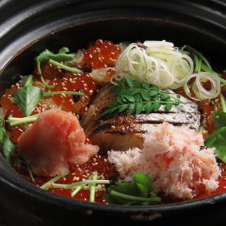 大人気!ほたるの土鍋ご飯「鮮魚、ズワイガニ、いくら、明太子」