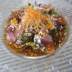 Bistro R - 前菜の玄ちゃん鯵のカルパッチョ、ソースにはコチュジャンが使われて