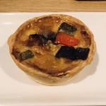キッシュヨロイヅカ - ロレーヌ(野菜とベーコン)