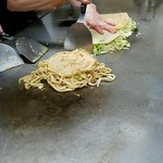広島風お好み焼き さっちゃん - キャベツは押し焼きです