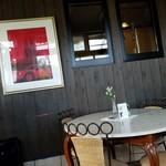 ジゅんベリーCafe - 壁にかかっている古川高保さんの絵画