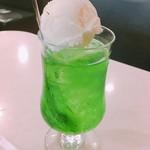 ピース - クリームソーダ 税込620円