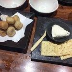 うどん居酒屋 粋 - さと芋から揚げ&クリームチーズ豆腐
