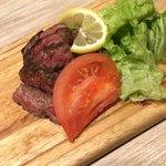 まるごと肉酒場 g (グラム) - ハラミ肉のグリル