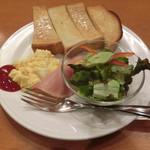 珈琲館 - トースト&スクランブルエッグ160円