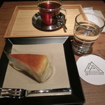 スリーピークスカフェ - ケーキセット720円