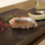 不動前 すし 岩澤 - 赤塩シメの鯵
