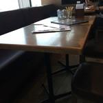 エアポートグリル&バール - テーブル席