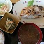呑み喰い処 奥飛騨 - レンコ鯛塩焼き定食(680円)