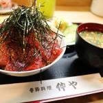仲や - 生マグロ丼(小) 1100¥
