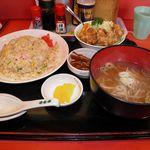 中華のんき - スタミナチャーハンⅡ 生野菜とからあげ 860円