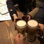 イタリア大衆食堂 堂島グラッチェ - ちょい離れた席の3人とも乾杯!