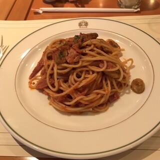 ザ・カフェ - スパゲッティ ナポリタン。 税込1944円+サービス料10%。 美味し。