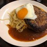男前パスタ - アライ 麺300g 1,300円、追加 目玉焼き 100円