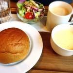 ムロマチカフェハチ - モーニングA(黒糖パンとホットコーヒーを選択)