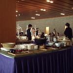 meindaininguitozakura - ボーセジュール(京都):バイキングに並ぶ料理の数々