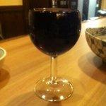 大小路バル - ワインは グラスいっぱいにお入れします。