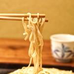 北野坂 こばやし - 細めのお蕎麦です。