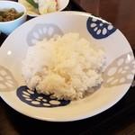サバァイ - お皿にたっぷりのご飯