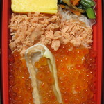 80002105 - こぼれイクラととろサーモンハラス焼き弁当