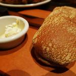 アウトバックステーキハウス - 焼きたてパン