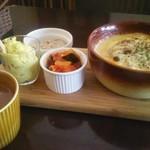 洋風酒場 アネモネ - チキンときのこのドリア/カレーポテトサラダ・肉のパテ・野菜のトマト煮/チキンたっぷりミネストローネ