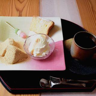 わらび粉を使った特製シフォンケーキ