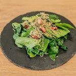 カフェアンドバー ブルーメ - じゃことべーこんの小松菜サラダ