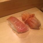 80012437 - 右:赤貝 左:カジキマグロの漬け
