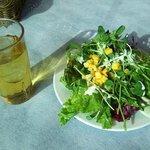 トラットリア ヴェント - サラダとアップルジュース