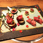 80014026 - 炙り寿司とユッケの盛り合わせ