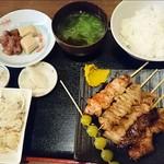 炭焼鮮家 たま鳥 - 焼鳥定食 800円(とり、豚、皮、ポンポチ、牛サガリ、銀杏)