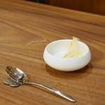 アシェットデセール 未完 - 最初の一皿は百合根のスープ