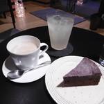カフェ ミュゼアッシュ - 柚子ソーダ、コーヒー、ガトーショコラ