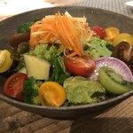 80019333 - バルカサラダ☆新鮮な野菜の美味しさを自家製ドレッシングが引き立てます。