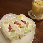 山口果物 - ミックスフルーツサンドとミックスジュース